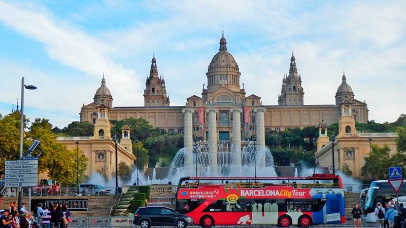 Discover Barcelona with the most complete touristic tours